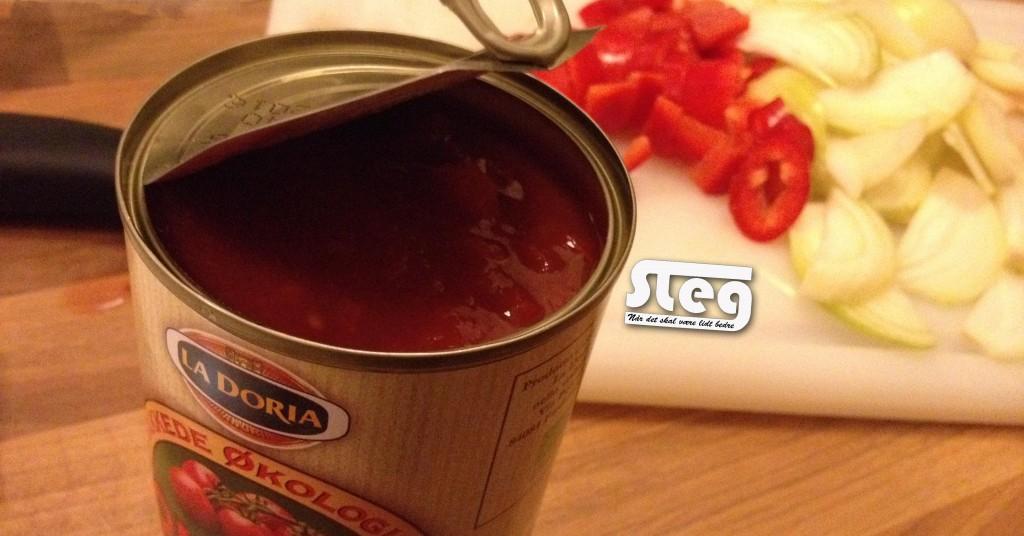 tilføje de hakkede tomater samt væde
